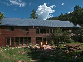 Phenomenal Eco-Friendly 5BR Lodge Bordering Forest, Woodland Park