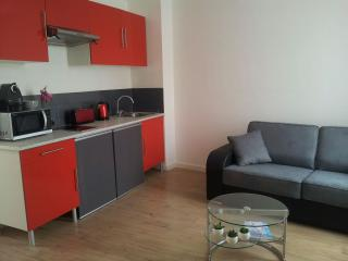 5 min walk from Croisette/Palais. Lovely 2 room., Cannes
