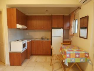 LEVANTES Apt., 100m from the beach, Héraklion
