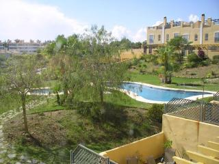 3 bedroom townhouse with sea view, located near shopping center and walking distance from the beach, Sitio de Calahonda