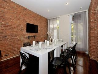 4BR/3BA Triplex + outdoor space in Gramercy for 10, New York City