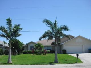 Newly furnished pool home  'Summer Kiss' on freshw, Cape Coral