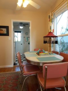 Detailed view dining area and kitchen