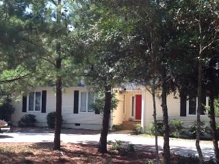 Spacious Home with deck and WIFI, Pinehurst