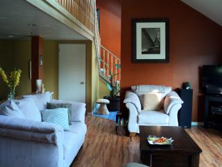 Cozy White Point Vacation House, Hunts Point