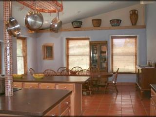 Friends and Family-Luxury, Spacious Lake House-, Canyon Lake