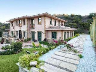 Malibu Private Gated  Italian Tuscany Villa w/View, Malibú