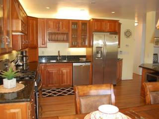 Lovely Home W/Views, Walking Distance to Uptown, Santa Barbara