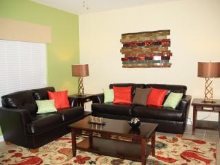 Luxurious 4 Bedroom home at Paradise Palms, Kissimmee