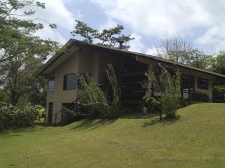 Lake & Volcano View, Fully equipped House!, Nuevo Arenal