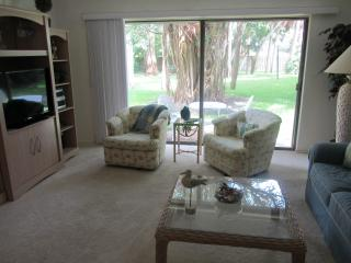 Beautiful Garden Level Condo in Bay to Gulf Resort, Longboat Key