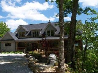 Fantastic 3 bed home in a mountain setting on Lake Toxaway with beautiful views from each room of the house