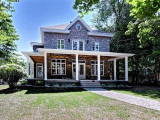 STUNNING WATERFRONT HOME, Chateauguay