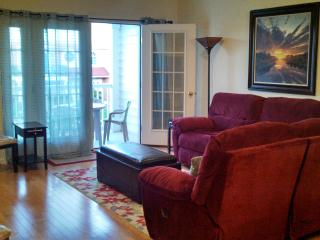 Family ONLY Beach Blk E24th Ave Townhome w/ Pool, North Wildwood