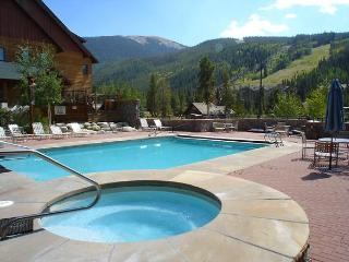 The Best Condo in the Heart of River Run with Pool, Keystone