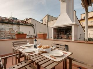 Large, Open 2 Bedroom at Dei Calzaiuoli in Florence