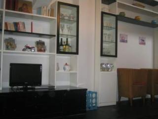 Nice apartment with internet & air conditioning., Parma
