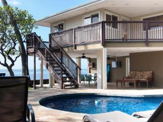 Luxurious oceanfront home with pool & Jacuzzi., Honolulu