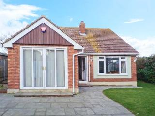 REDWOOD, detached, central location, off road parking, fully-enclosed garden, in Broadstairs, Ref 30068