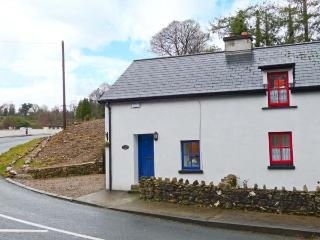STATION COTTAGE, fantastic touring base, open fire, beautiful surruonding scenery, semi-detached cottage in Rathdrum, Ref. 30891