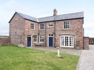 MELGATE COACH HOUSE, woodburners, freestanding bath, character features, in Slingsby, Ref. 30988 - Malton vacation rentals