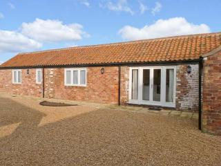 PEARDROP COTTAGE, all ground floor, en-suite, off road parking, communal courtyard, in Louth, Ref 6059, South Cockerington