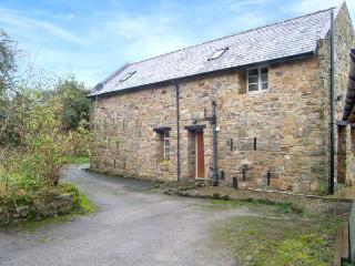 RHWEL FARM GRANARY, games room, woodland views, WiFi, large grounds, in Mold, Ref. 904621 - Flintshire vacation rentals