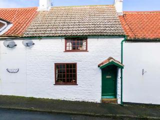 2 WEST END, pretty, terraced cottage, open fire, enclosed gravelled garden, in Muston near Filey, Ref 904665, Hunmanby