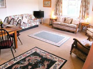 KNOWLES, pet-friendly, en-suite facilities, wonderful touring base, comfortable cottage near Lyme Regis, Ref. 905488, Uplyme