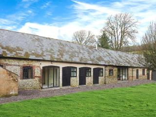 NEW BARN, single-storey pet-friendly cottage with wwodburner, en-suite, Blandford Forum Ref 906896 - Dorset vacation rentals