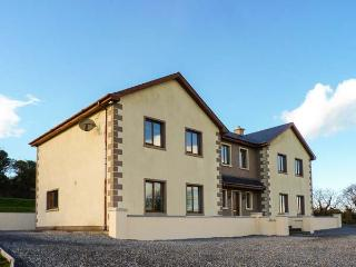 Aylwardstown, detached cottage, en-suites, woodburner & fire, games room, large garden, in New Ross, Ref 906349 - County Waterford vacation rentals