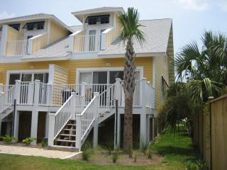 Beachside Townhome with Gated Pool, Mexico Beach