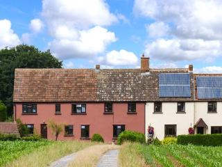 LITTLE DIXIE, quaint old farm cottage annexe, off road parking, private patio, near Bridgwater, Ref 27357, Goathurst