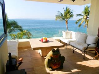 4 bedroom condo with private beach and pool., Puerto Vallarta