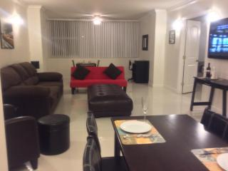 Two Bedroom On The Galt Mile Private Beach, Fort Lauderdale