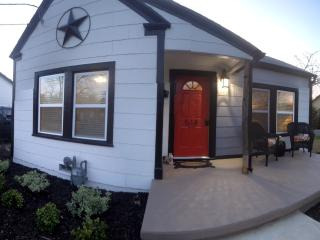 Newly Renovated Bungalow in Historic District of G, Grapevine