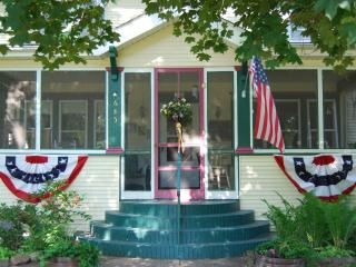Beautifully appointed 1914 Bed and Breakfast, Rush City
