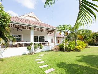 beautiful villa with pool and jakuzzi, Hua Hin