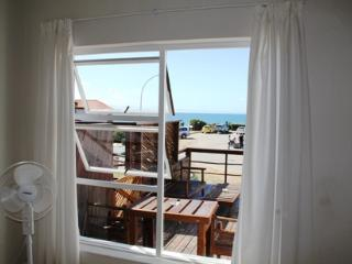 Bungalow - Dolphin Apartment -  walk to the beach, Jeffreys Bay