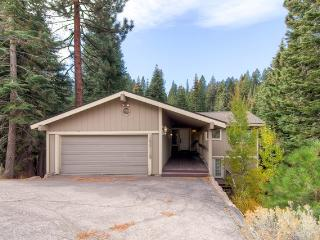 Ponderosa Cabin conveniently located near downtown Truckee!