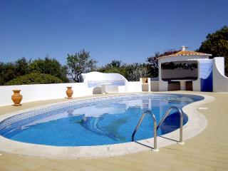 Villa With Private Heated Pool And Sea Views, Carvoeiro