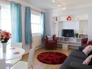 Stay in the heart of Brighton Astra Apartment