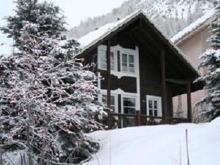 Alpine ski chalet with log fire, sleeps 8, Allos