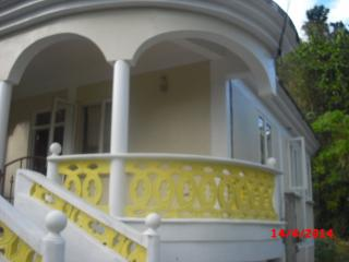 3 BEDROOMED HOLIDAY HOME IN CASTLE COMFORT, Roseau