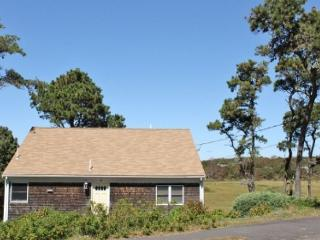 Chatham 3 Bedroom 2 Bath home close to Hardings Beach!