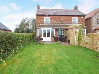 BUTTERFLY COTTAGE, semi-detached, en-suites, parking, enclosed garden, in Aldborough, Ref 906035, Wolterton