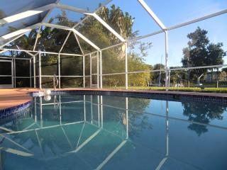 Villa SUNRISE canal home with pool - Cape Coral