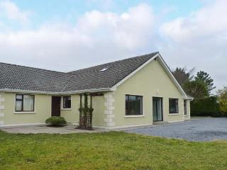 LAKELANDS, detached house near lake, open fire, garden, Moycullen Ref 906706
