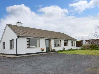 THE BUNGALOW, ground floor, garden with furniture, open fire, Ref 912583, Lisdoonvarna