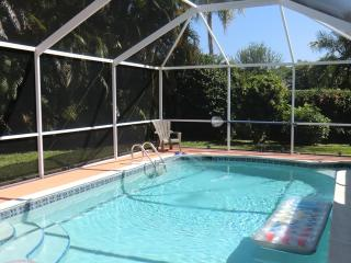 Villa Dolphin near beach - with pool - Cape Coral